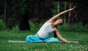 woman with sciatica during pregnancy practices yoga