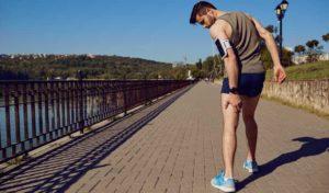 runner with sciatica, grabbing leg tablet